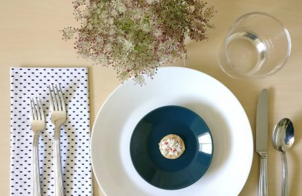 A Refreshing Summer Table Setting: 2 Ways
